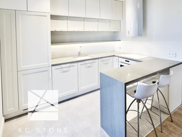 biała kuchnia z granitu Quartz Grey
