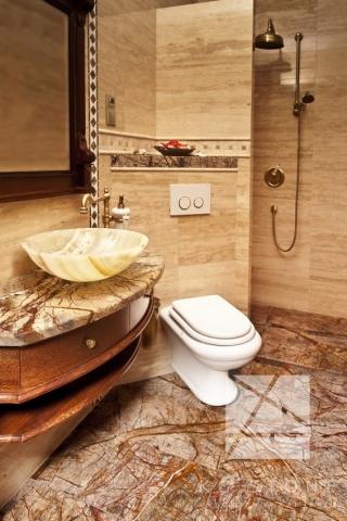 łazienka w granicie
