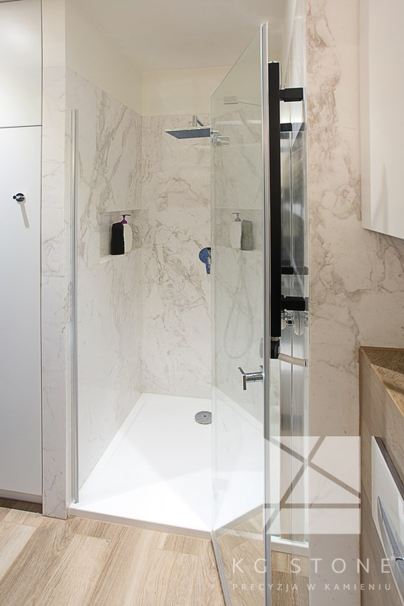 ściany prysznicowe z grantu