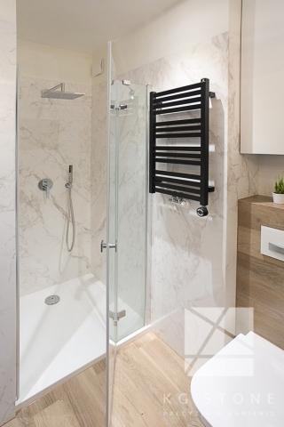 ściany granitowe w łazience