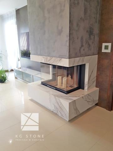 kominek z włoskiego marmuru Calacatta