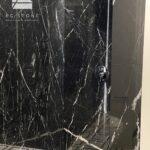 prysznic z marmuru Nero Marquina