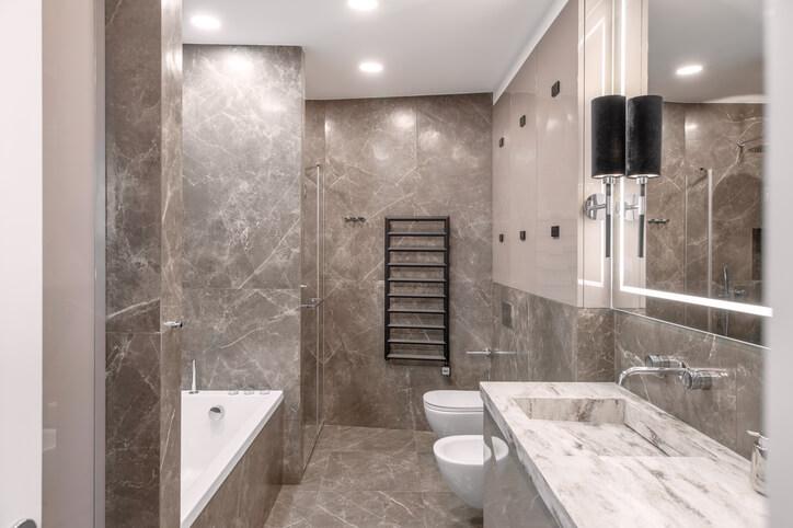 Na co zwrócić uwagę, wybierając blat do łazienki?